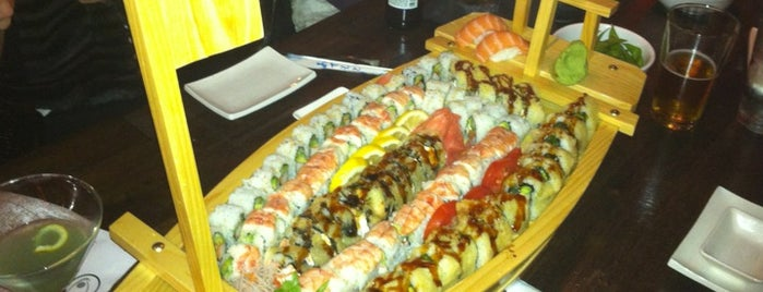 Dozo Sushi Grill Lounge is one of Locais curtidos por James.