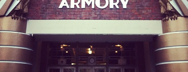 Armory at Seattle Center is one of Orte, die Ishka gefallen.