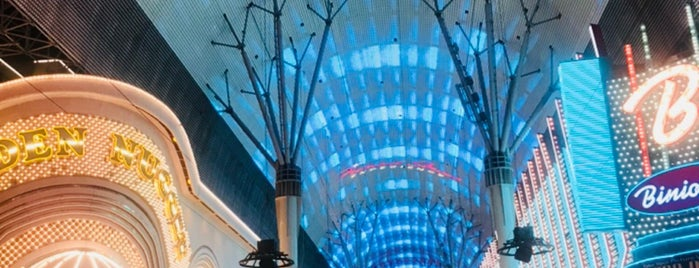 Fremont Street Experience is one of Tempat yang Disukai Arizbeth.