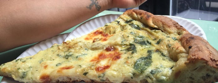 Artichoke Pizza is one of Arizbethさんの保存済みスポット.