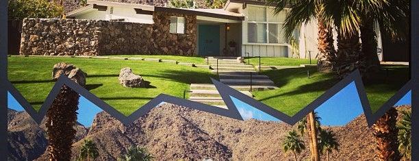 Las Palmas Estates is one of Palm Springs.