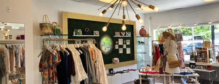 Earthy Chic Boutique is one of Tiendas.