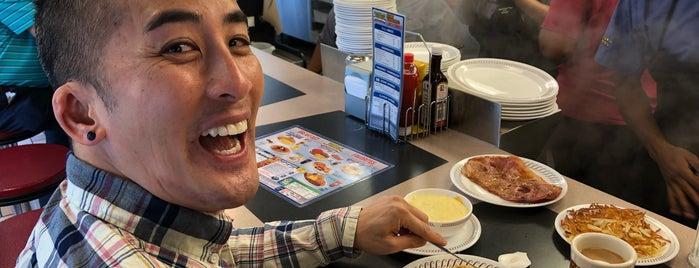 Waffle House is one of Bryce'nin Beğendiği Mekanlar.