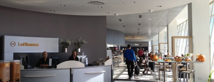 Lufthansa Business Lounge is one of Posti che sono piaciuti a Ayhan.