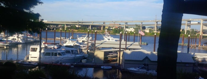 McCormick & Schmick's Harborside at the Marina is one of Lugares favoritos de Ian.