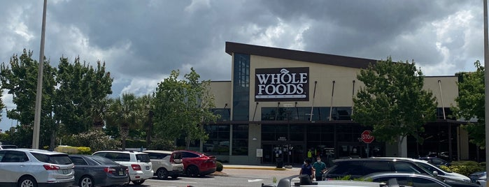 Whole Foods Market Beer & Wine Bar is one of Heike: сохраненные места.