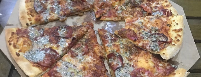 Domino's Pizza is one of Orte, die Safa gefallen.