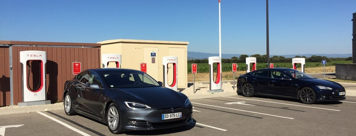 Tesla Supercharger Orange is one of Superchargeurs Tesla en France.