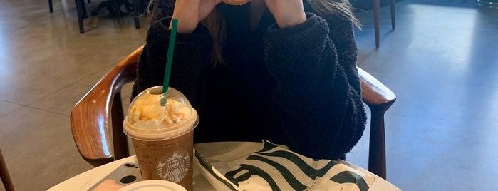 Starbucks is one of Stephania 님이 좋아한 장소.