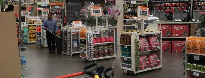 The Home Depot is one of Lieux qui ont plu à Thais.
