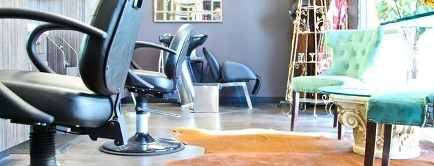 Sola Salon Suites is one of Kevin'in Beğendiği Mekanlar.
