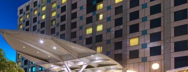 Holiday Inn is one of Orte, die Nate gefallen.