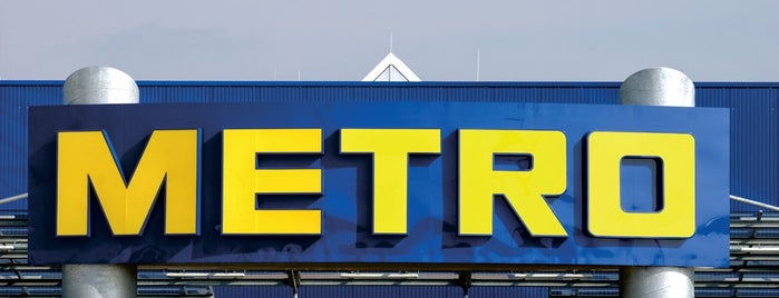 METRO Cash & Carry is one of Locais curtidos por Robert.