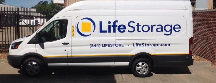 Life Storage is one of Lieux qui ont plu à Diana.