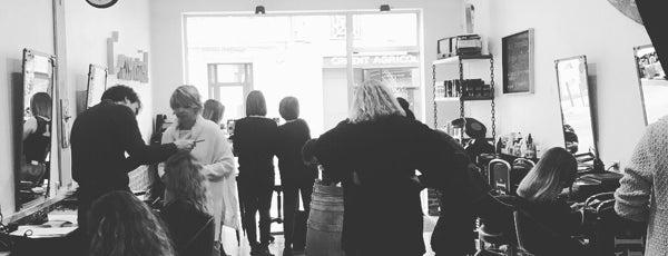 Salon L'essentiel is one of Bordeaux : Salons de Coiffure.