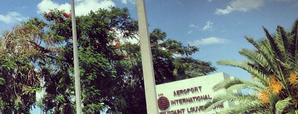 Aeroporto Internacional Toussaint Louverture (PAP) is one of Locais curtidos por Louis Robert.