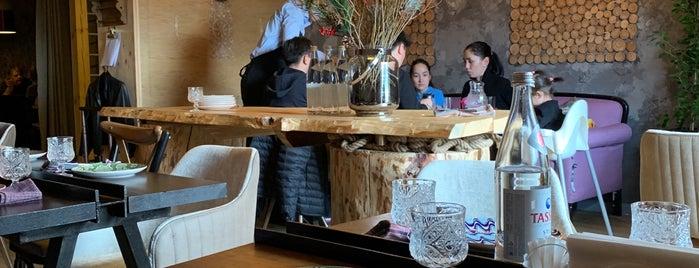 Zina Restaurant is one of Henry 님이 좋아한 장소.
