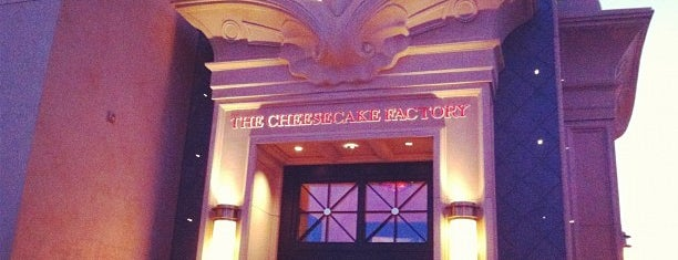 The Cheesecake Factory is one of Marco 님이 좋아한 장소.