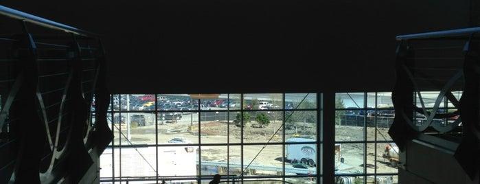Rental Car Center is one of Lugares favoritos de Jennifer.