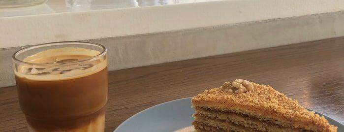 Ekleel Cafe is one of Posti salvati di Queen.