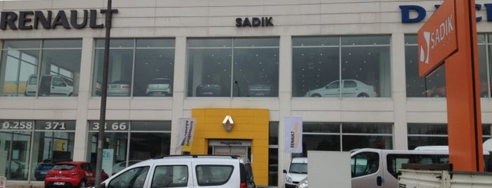 Sadıkoğulları Renault Plaza is one of Lieux qui ont plu à Mahide.