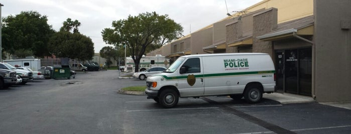Miami Dade Police Department Special Patrol Bureau is one of Orte, die Fernando gefallen.