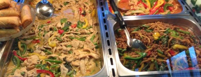 Restaurant Phun Thai is one of Tempat yang Disukai Carl.