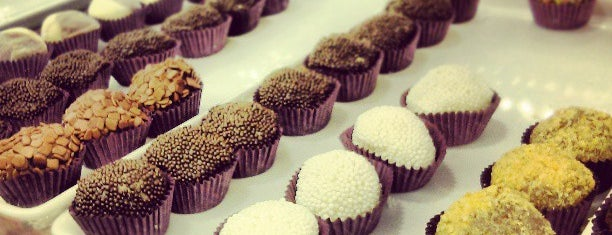 Brigadeiros Fabiana D'Angelo is one of Gilce Elaine 님이 저장한 장소.