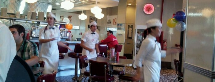 Johnny Rockets is one of Por ai... em Santiago (Chile).
