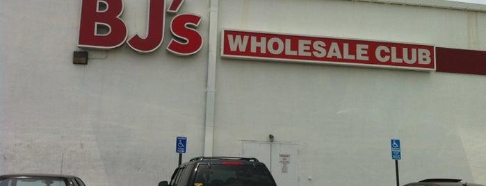 BJ's Wholesale Club is one of Orte, die Lindsaye gefallen.