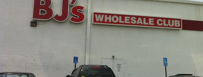 BJ's Wholesale Club is one of Locais curtidos por Lindsaye.