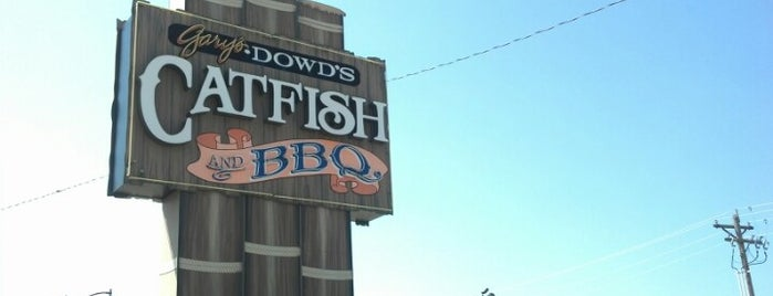 Dowd's Catfish House is one of Rob's Liked Places.