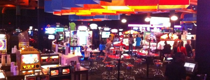 Dave & Buster's is one of Lieux qui ont plu à Lyndsy.