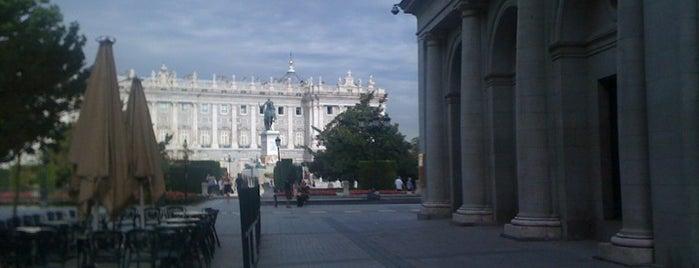 Plaza de Oriente is one of Que visitar en Madrid.