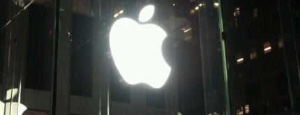 Apple Fifth Avenue is one of Relax in NYC.