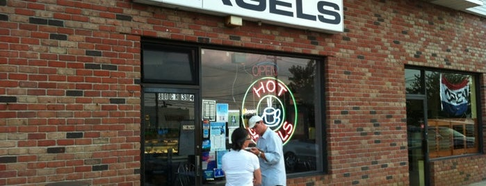 Goldberg's Famous Bagels is one of Hamptons To-Do!.