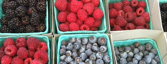 Cerritos Farmer's Market is one of Eat Well.