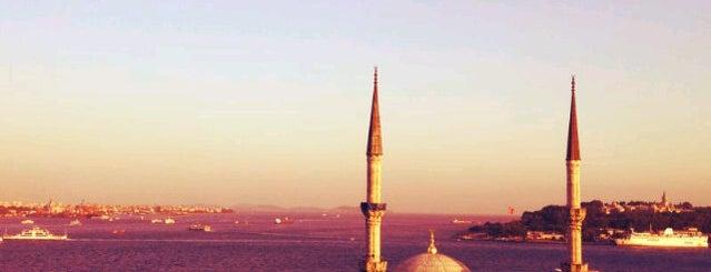 """Cihangir is one of """"Zirve""""de Gece Hayatı."""