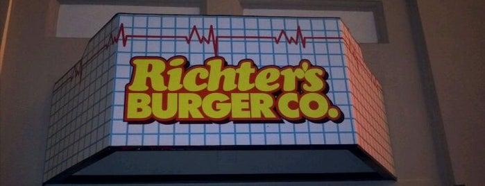 Richter's Burger Co. is one of Lugares favoritos de Lindsaye.
