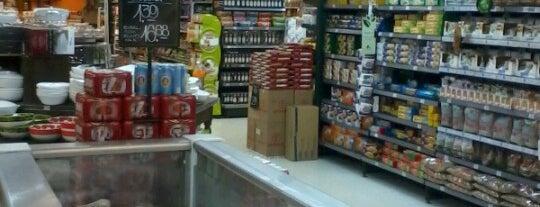 Pão de Açúcar is one of Supermercados.