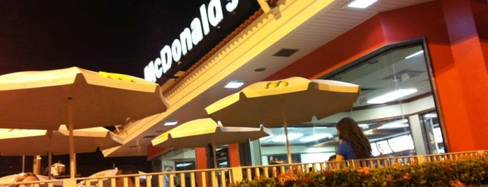 McDonald's is one of Locais salvos de Deyse.
