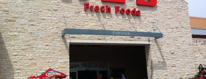 H-E-B is one of Tempat yang Disukai Austin.