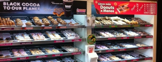 Dunkin' Donuts is one of Por ai... em Santiago (Chile).