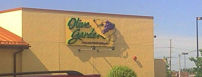 Olive Garden is one of สถานที่ที่ Kyle ถูกใจ.
