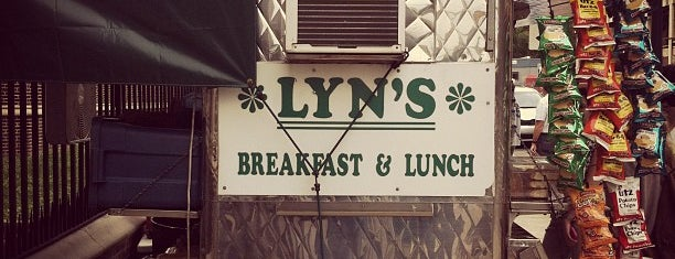 Lyn's Breakfast & Lunch is one of Lugares guardados de Jesse.