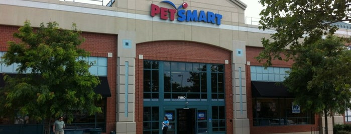 PetSmart is one of Orte, die Kellie gefallen.