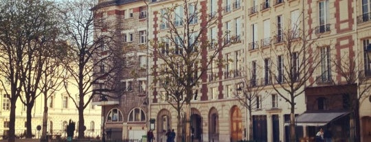 Place Dauphine is one of Marie-Pier 님이 좋아한 장소.