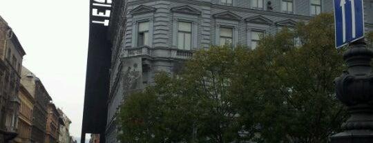 Музей «Дом Террора» is one of Budapest mixed.