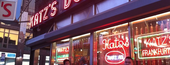 Katz's Delicatessen is one of NY best snacks spots!.