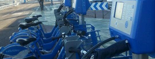 Vélo Bleu (Station No. 48) is one of Locais curtidos por Elizabeth.